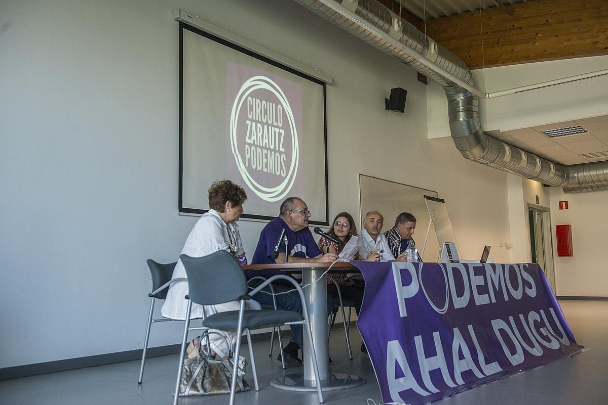 Zarauzko Podemos-Ahal Duguko kideak, urrian, batzar batean. / GORKA RUBIO / ARP
