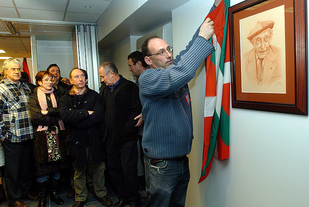 Jean Noel Etxeberri <em>Txetx</em>, Manu Robles Arangiz Fundazioaren inaugurazioan, 2006ko urtarrilean.