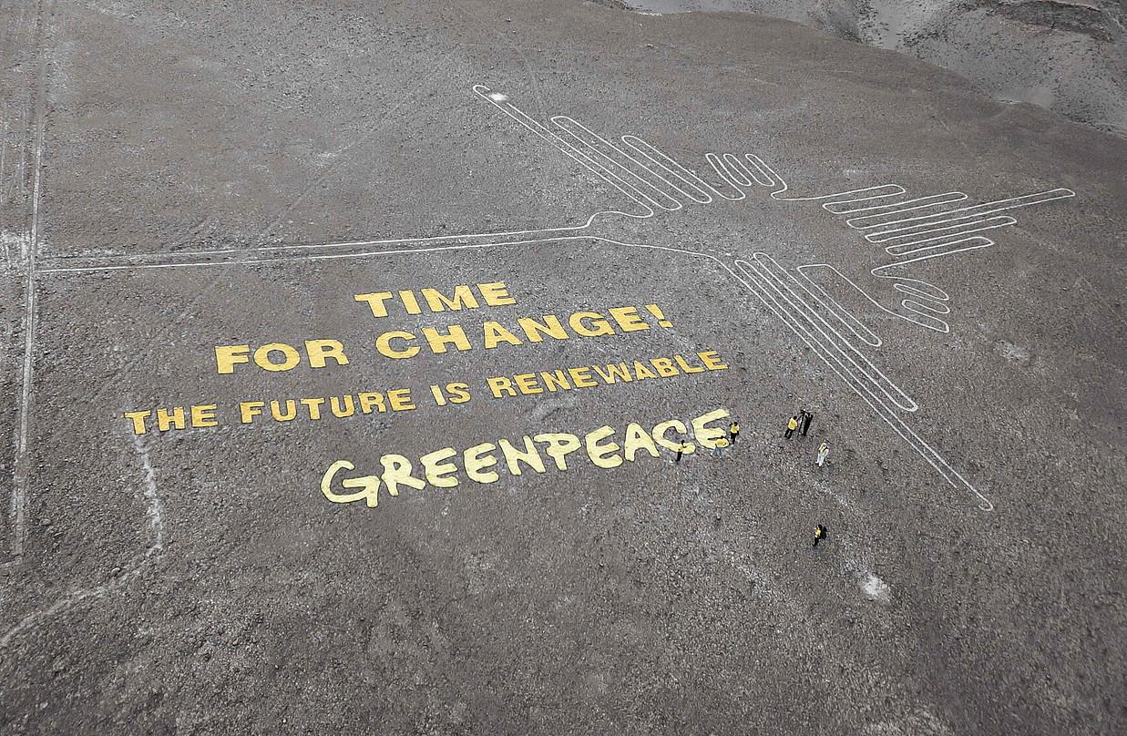 Nazcako lerroetan, gizateriaren ondare izendatutako geoglifoetan, Greenpeacek abenduaren 8an egindako protesta. Peruko Gobernuak salaketa bat jarri du ekintzaileen aurka.
