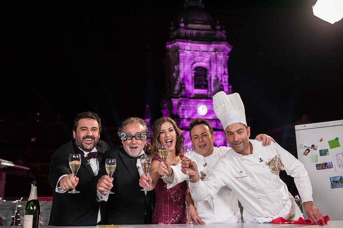 Ander Gonzalez, Ramon Roteta, Sara Gandara, Berasategi (Iker Galartza) eta Argiñano (Anjel Alkain).
