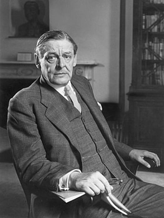 T. S. Eliot, 1958ko irailaren 26an, 70 urte bete zituen egunean.