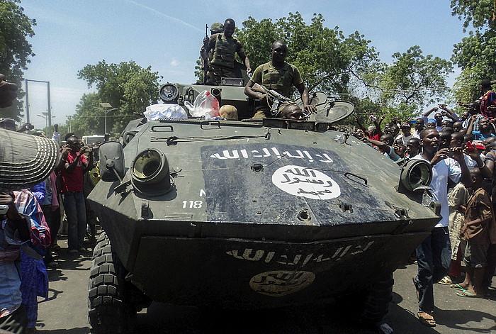 Nigeriako soldaduak, Boko Harami kendutako ibilgailu militar batekin, iazko irailean, Kondugan (Borno).