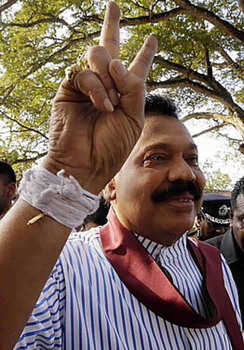 Mahinda Rajapaksa presidentea.
