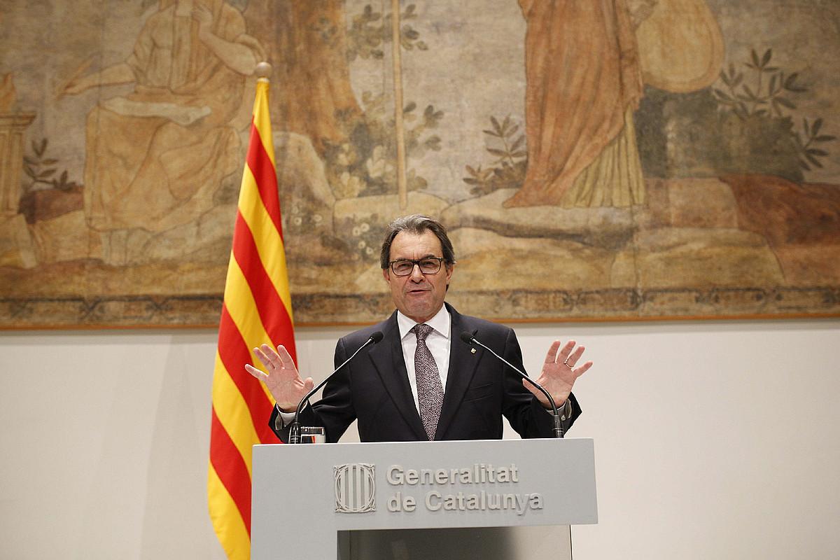 Atzo, bost orduko bileraren ostean, bat-batean iragarri zuen agerraldia Artur Mas Kataluniako presidenteak.