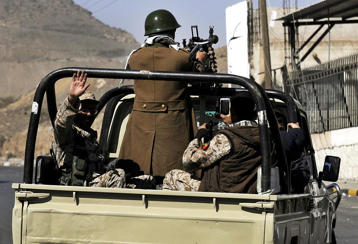Miliziano xiitak, Yemengo presidentearen jauregiaren inguruan.