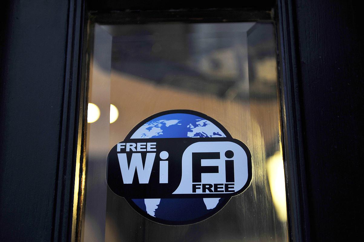 Debaldeko wifi zerbitzuaren berri emateko ikur bat. ©IDOIA ZABALETA / ARGAZKI PRESS