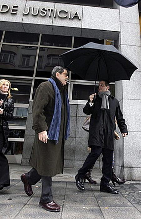 Mario Fernandez Kutxabankeko presidente ohia, fiskalaren aurrean deklaratu ostean, aurreko ostiralean. / A. ALDAI / EFE