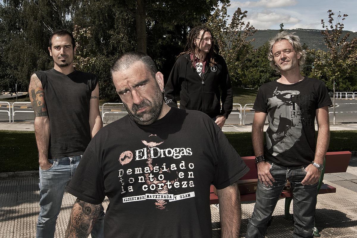Punk klasikoaren bidetik jo du Aberri Txarrak taldeak, eta umore ukituz josi ditu diskoko hitzak.
