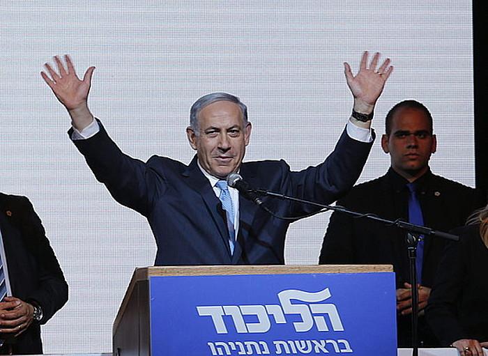 Benjamin Netanyahu Israelgo lehen ministroa, hauteskundeak berriz irabazi dituela ospatzen. ©ABIR SULTAN / EFE