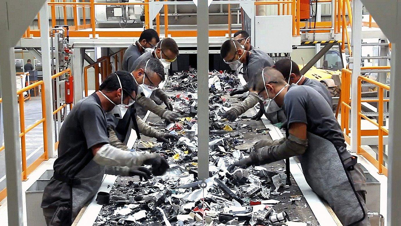 Hondakin elektronikoak tratatzeko planta bat, Tenerifen (Espainia); berotegi efektua duten gasen %99 garbitzea lortu dute. ©DAVID BUSTABAD / EFE