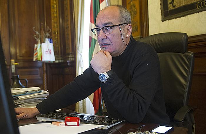 Martin Garitano ahaldun nagusia bere bulegoan., Donostian, joan den martxoaren 23an.