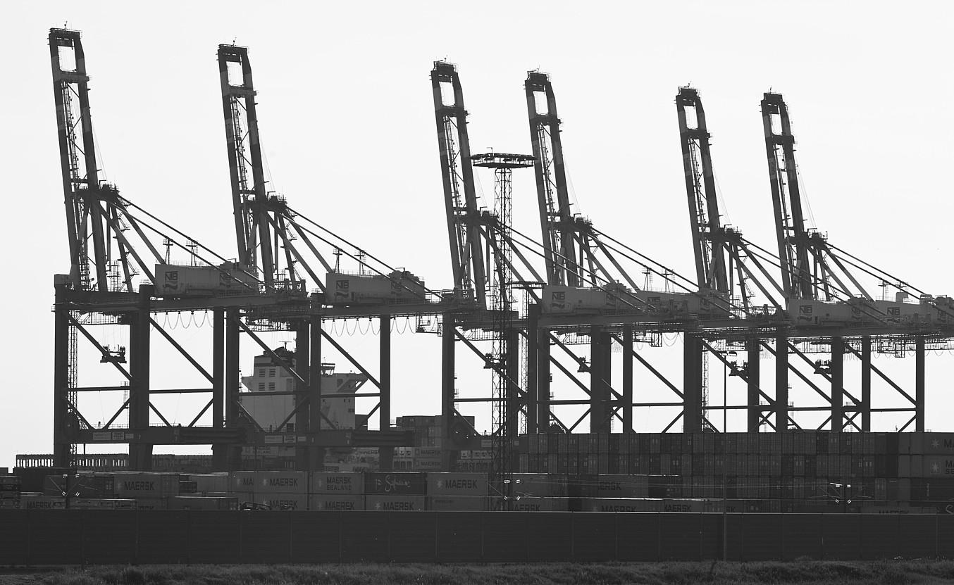 <em>Container Terminal, Bremerhaven</em>. ©HANNES GROBE. CREATIVE COMMONS 3.0