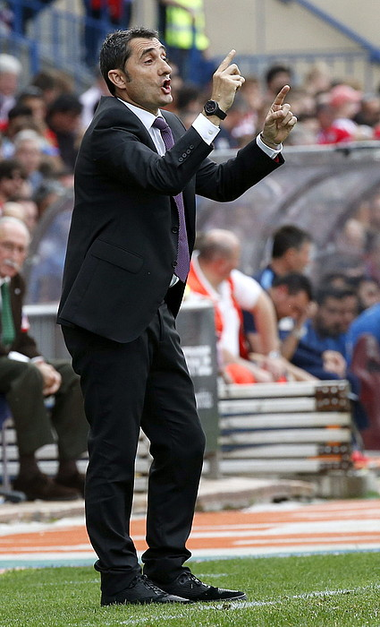 Ernesto Valverde, aginduak ematen. / ALBERTO MARTIN / EFE