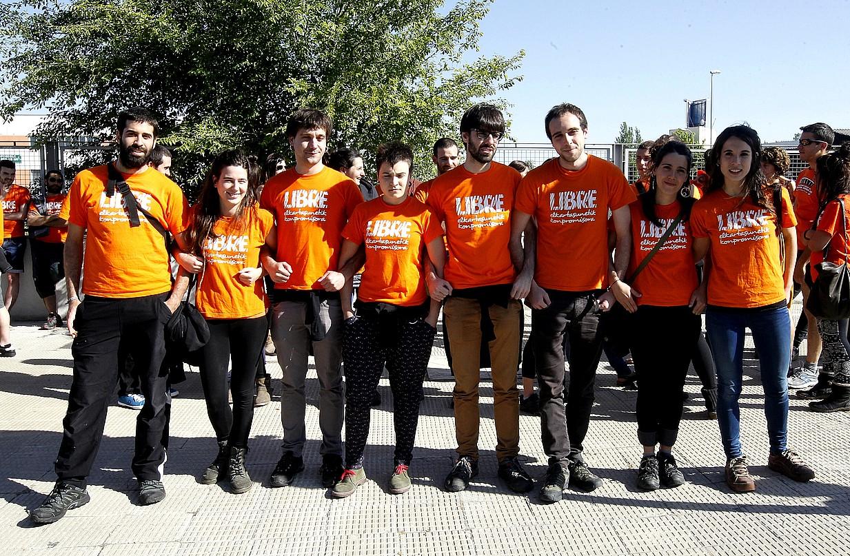 Auzipetuak, Espainiako Auzitegi Nazionalak San Fernando de Henaresen duen egoitzaren aurrean, atzo.