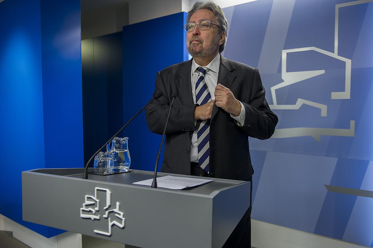 Manuel Lezertua, EAEko ararteko aukeratu berritan, atzo Eusko Legebiltzarrean egindako agerraldian.