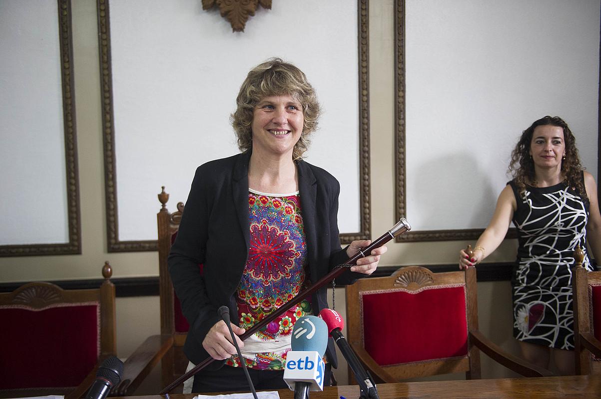 Ana Karrere Andoaingo alkatea, alboan Maider Lainez PSE-EEko hautetsia duela, atzo.