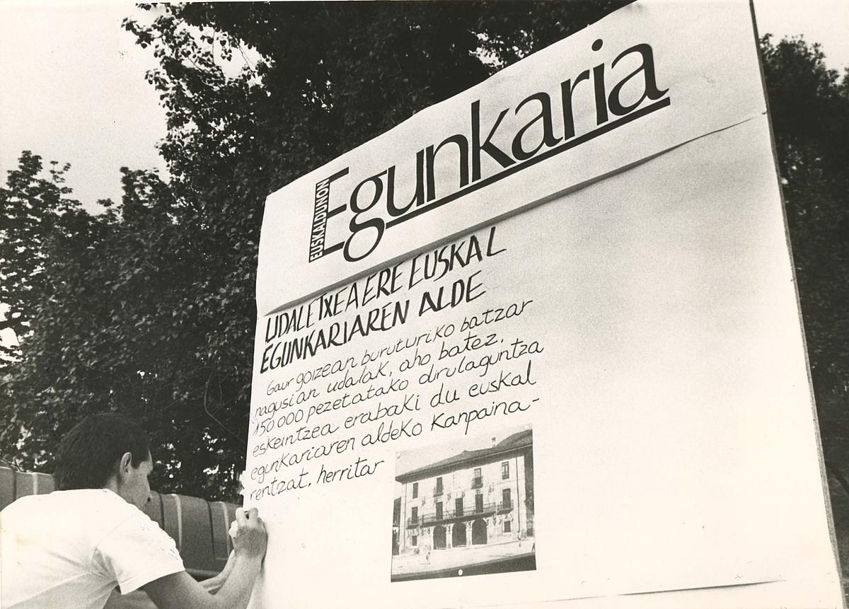 <b>1. Festa.</b> Hainbat herritan Egunkaria Egunak ospatu zituzten. Proiektu berria ezagutaraztek eta dirua biltzeko ekitaldiak izan ziren. / <em>Egunkaria</em>