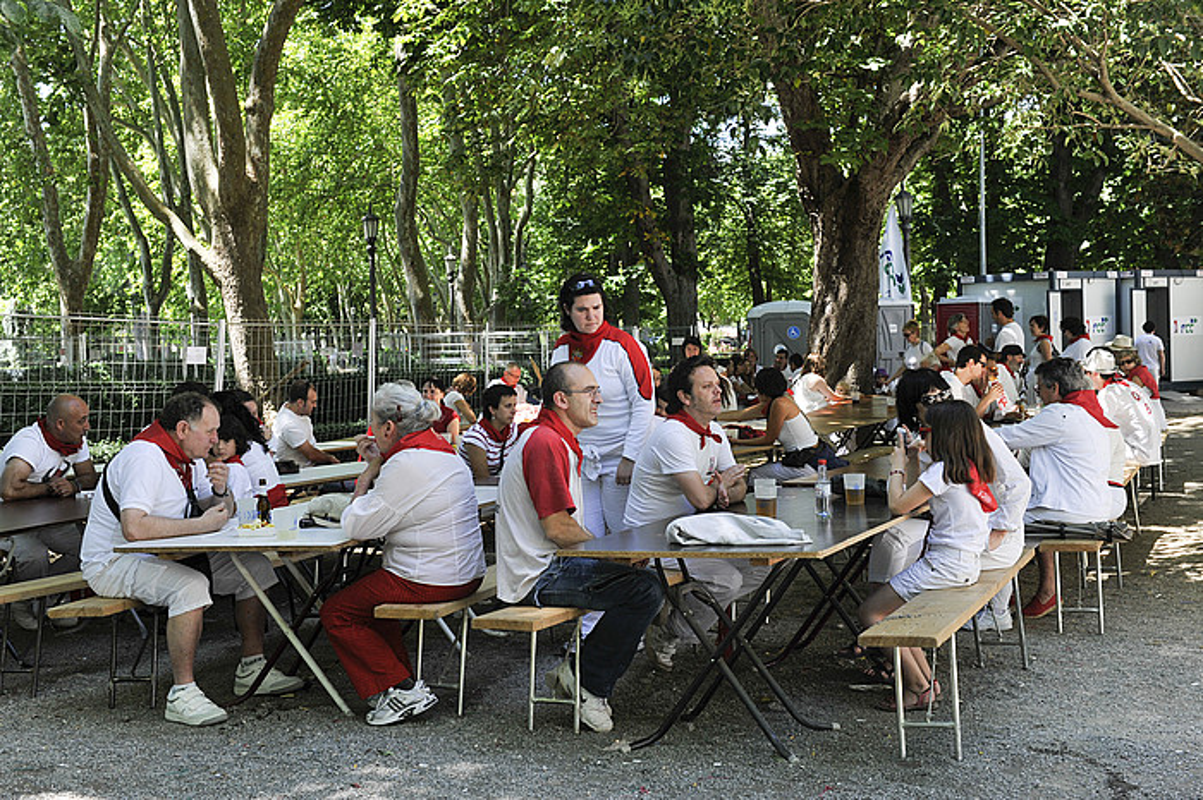 Udalak antolatutako euskarazko ekitaldiak Vistabellan egiten dituzte, Oinez Txokoa dagoen tokian. / IDOIA ZABALETA / ARP.