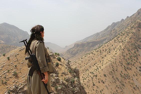 Hego Kurdistango mendietan gerrillak bakarrik du agintea, eta tokiko milizia baten moduan kudeatzen du ingurunea. / SAMARA VELTE