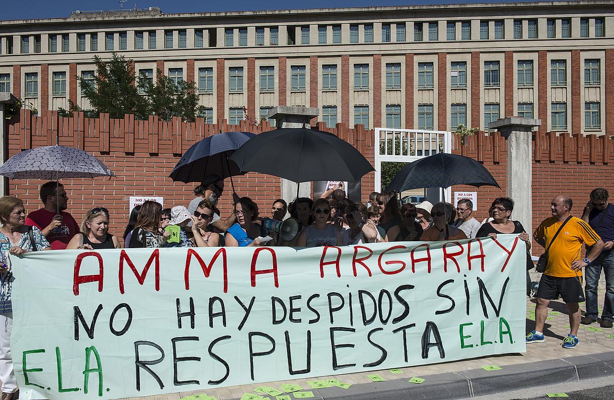 Amma Argaraiko langileek elkarretaratzea, atzo. ©JAGOBA MANTEROLA / ARGAZKI PRESS