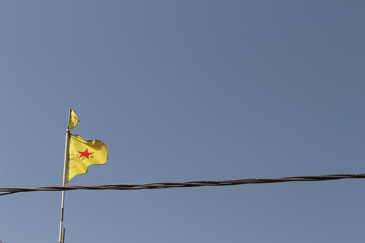 Mendebaldean saiatu dute lehenbiziko aldiz eredu konfederala; YPG eta YPJ gerrillen defentsak eman die, neurri handi batean, horretarako aukera. / SAMARA VELTE
