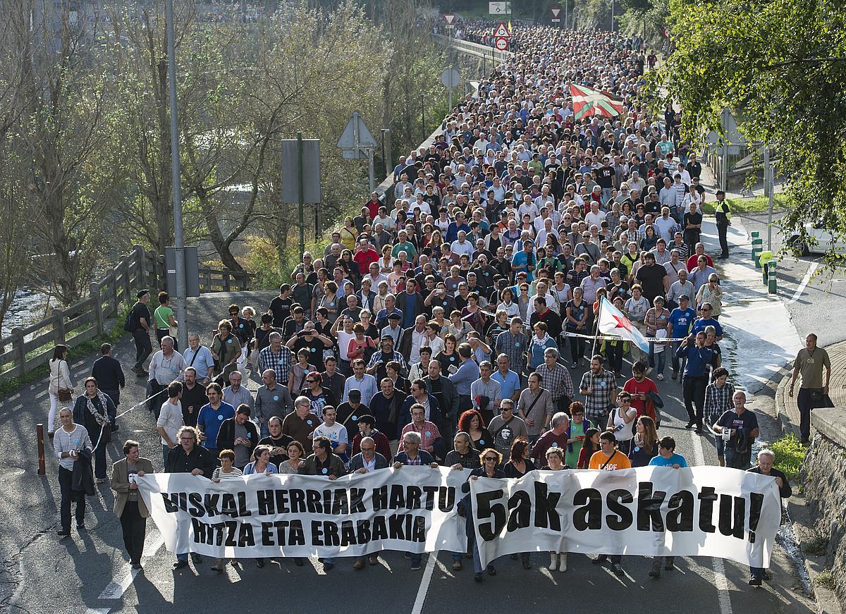'Bateragune auziko' presoen aldeko mobilizazio bat. / J. URBE / ARP