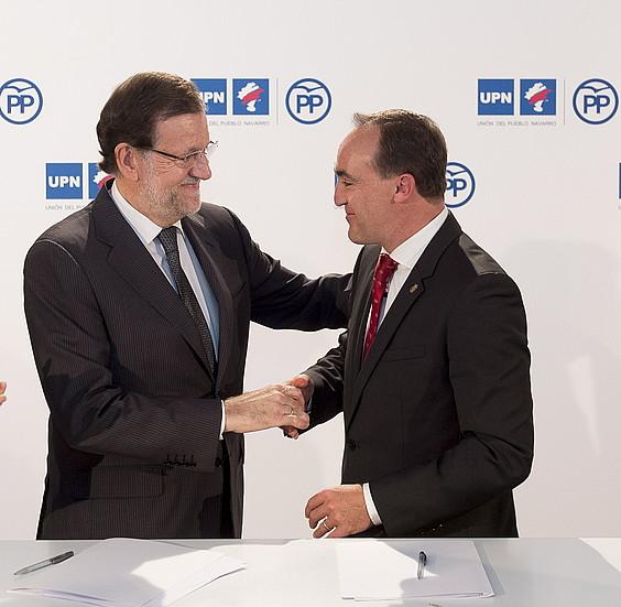Mariano Rajoy eta Javier Esparza, atzo,UPN-PP ituna sinatuta. / IÑIGO URIZ/ ARP