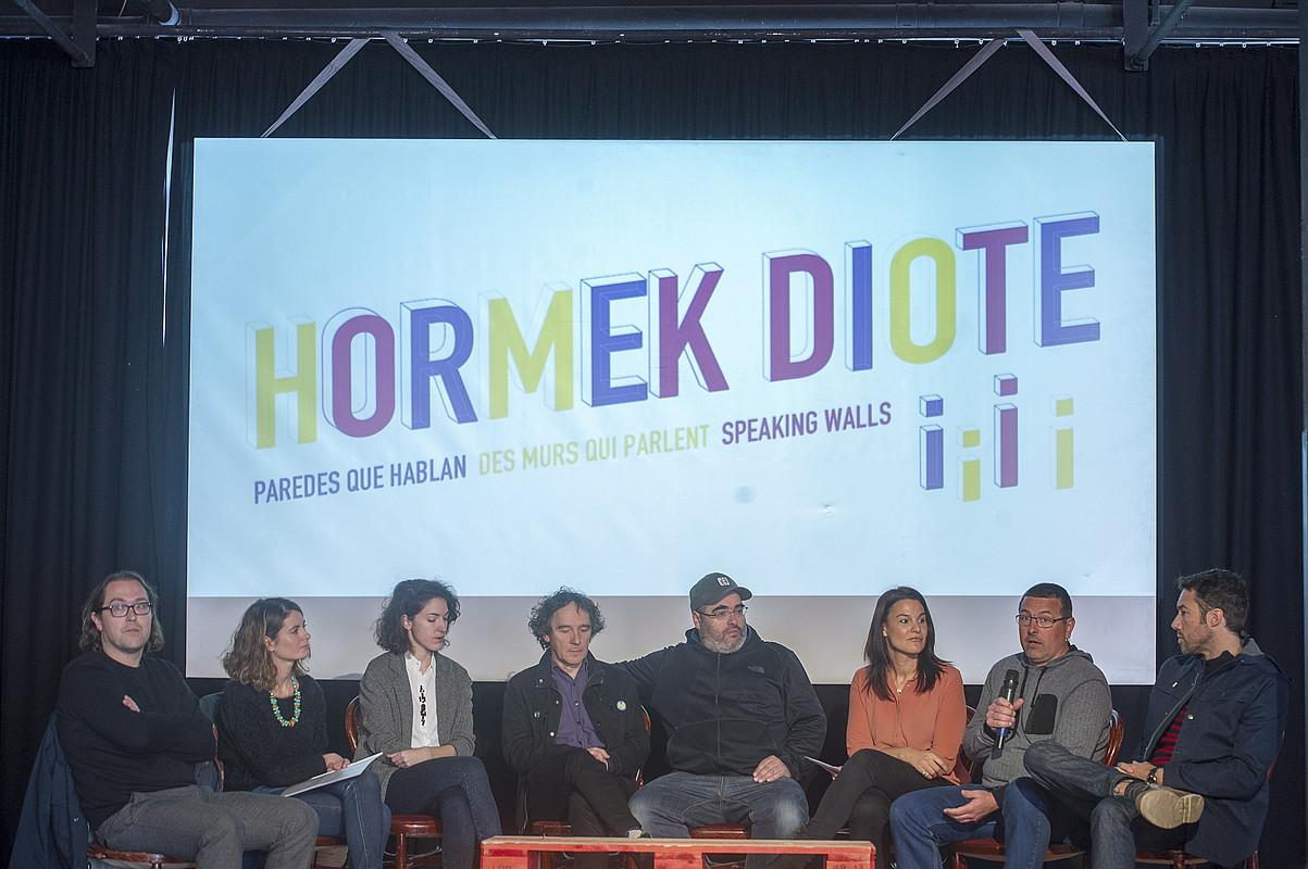 Atzo aurkeztu zuten <em>Hormek diote</em> egitasmoko bigarren fasea, Donostian. / JUAN CARLOS RUIZ / ARGAZKI PRESS
