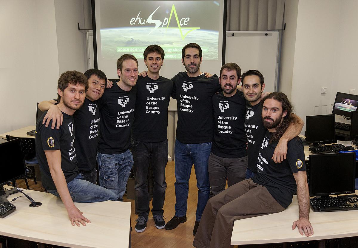 EHUspace taldeko kideak, EHUk zabaldutako argazki batean.