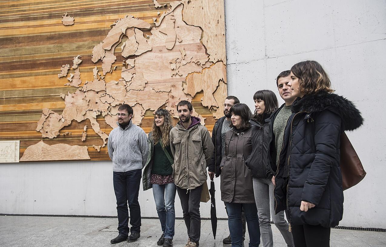 Tabakalera kanpoaldean jarri dute Europako hizkuntzen mapa. / JAGOBA MANTEROLA / ARGAZKI PRESS