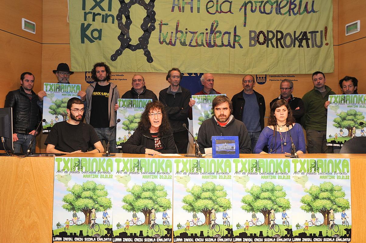 Txirrinka bizikleta martxaren aurkezpena, atzo, Donostian. ©IDOIA ZABALETA / ARP