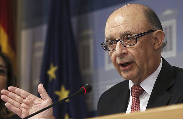 Cristobal Montoro Espainiako Ogasun ministroa, atzo, Madrilen emandako prentsaurrekoan. ©FERNANDO ALVARADO / EFE