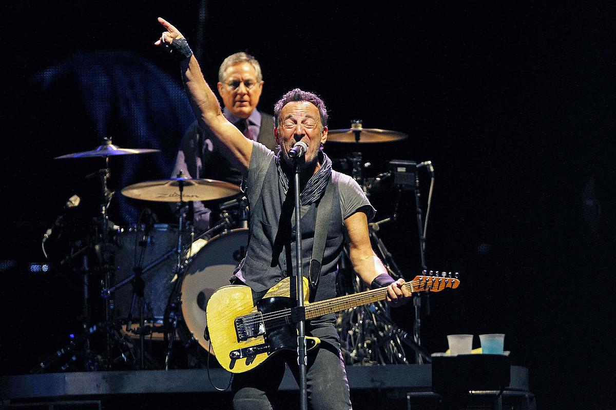 Bruce Springsteen, joan den larunbatean, Bartzelonako Camp Nou estadioan emandako kontzertuan. ©MARTA PEREZ / EFE