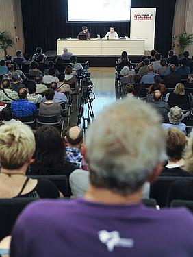 Bete egin zen Iratzar fundazioaren aretoa osteguneko hitzaldian. / JON URBE / ARP