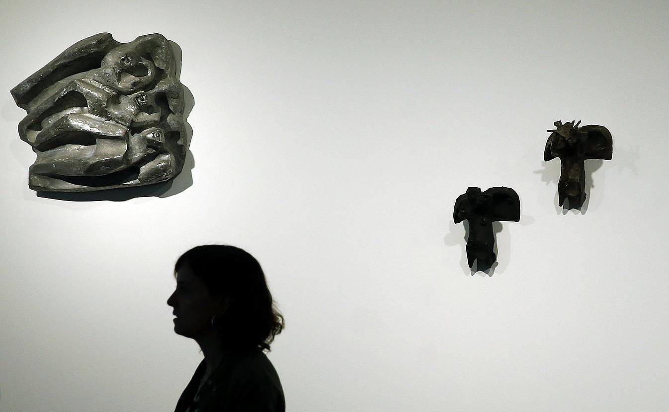 Oteizaren lan esanguratsuak bildu dituzte Bartzelonako erakusketan. ©ANDREU DALMAU / EFE