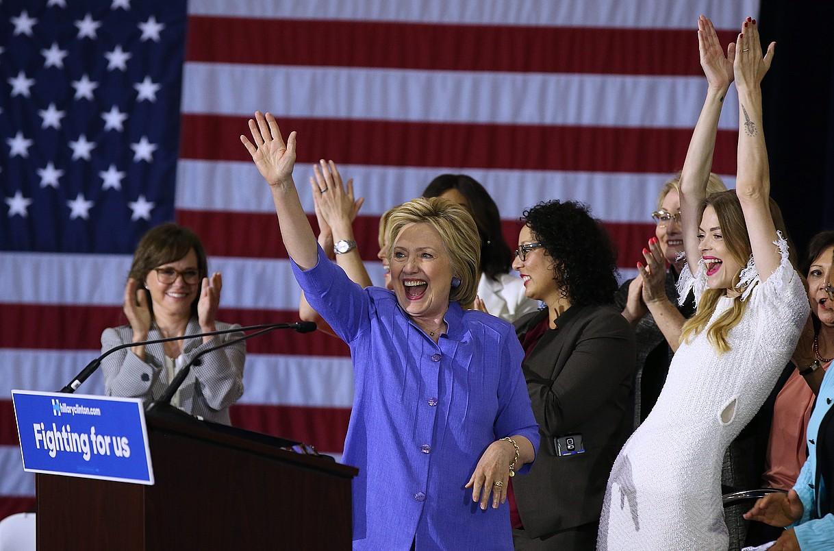 Women for Hillary taldeak (Hillaryren aldeko emakumeak) mitin bat antolatu zuen ekainean Los Angelesen(Kalifornia). / MIKE NELSON / EFE
