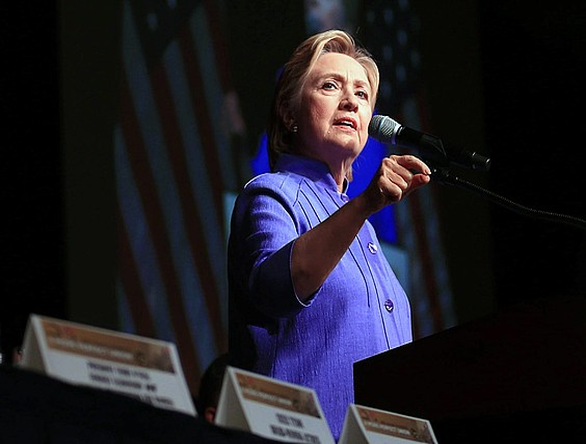 Hillary Clinton, kanpainan hitzaldi bat ematen, Chicagon. / TANNEN MAURY / EFE