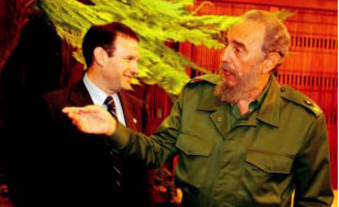 Juan Jose Ibarretxe lehendakaria Fidel Castrorekin, 2002ko apirilean, Habanan. / BERRIA