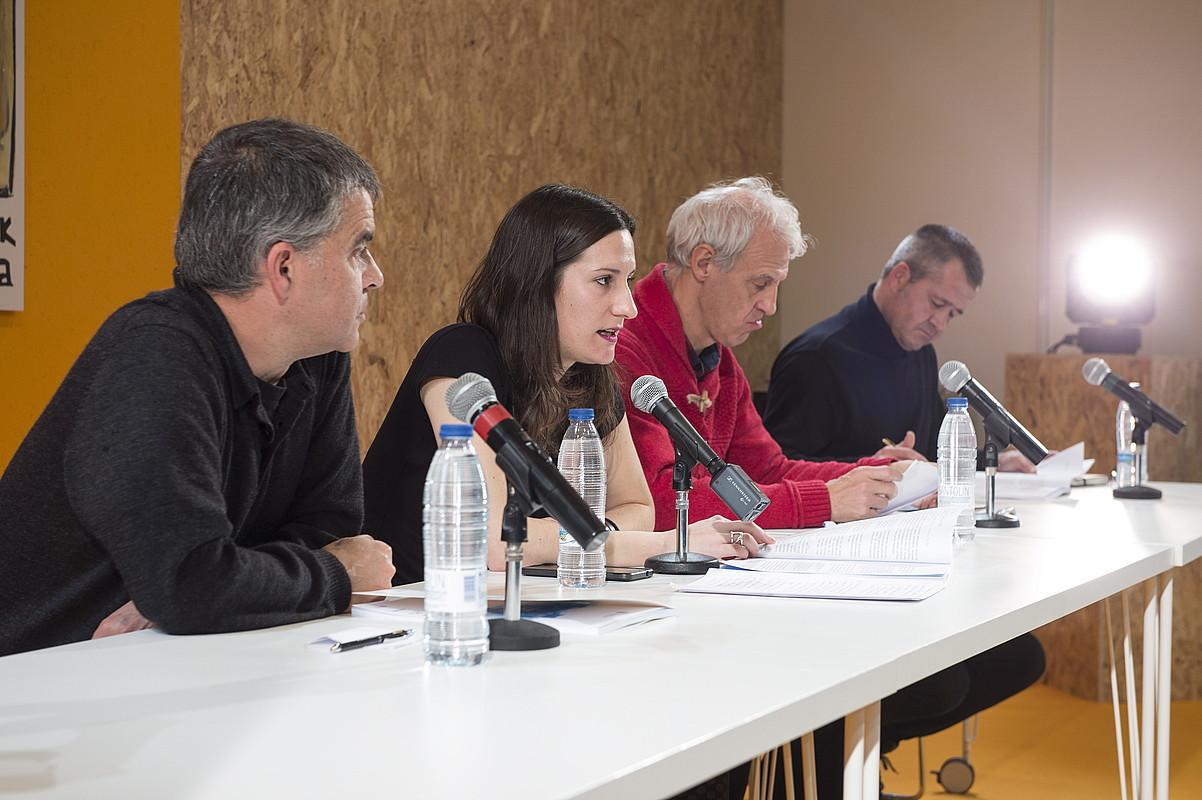 Josu Amezaga, Libe Mimenza, Txema Ramirez de la Piscina eta Alberto Barandiaran, Durangon, atzo.