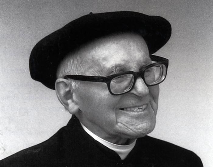Jose Migel Barandiaran arkeologo, etnologo eta apaiza (1889-1991).