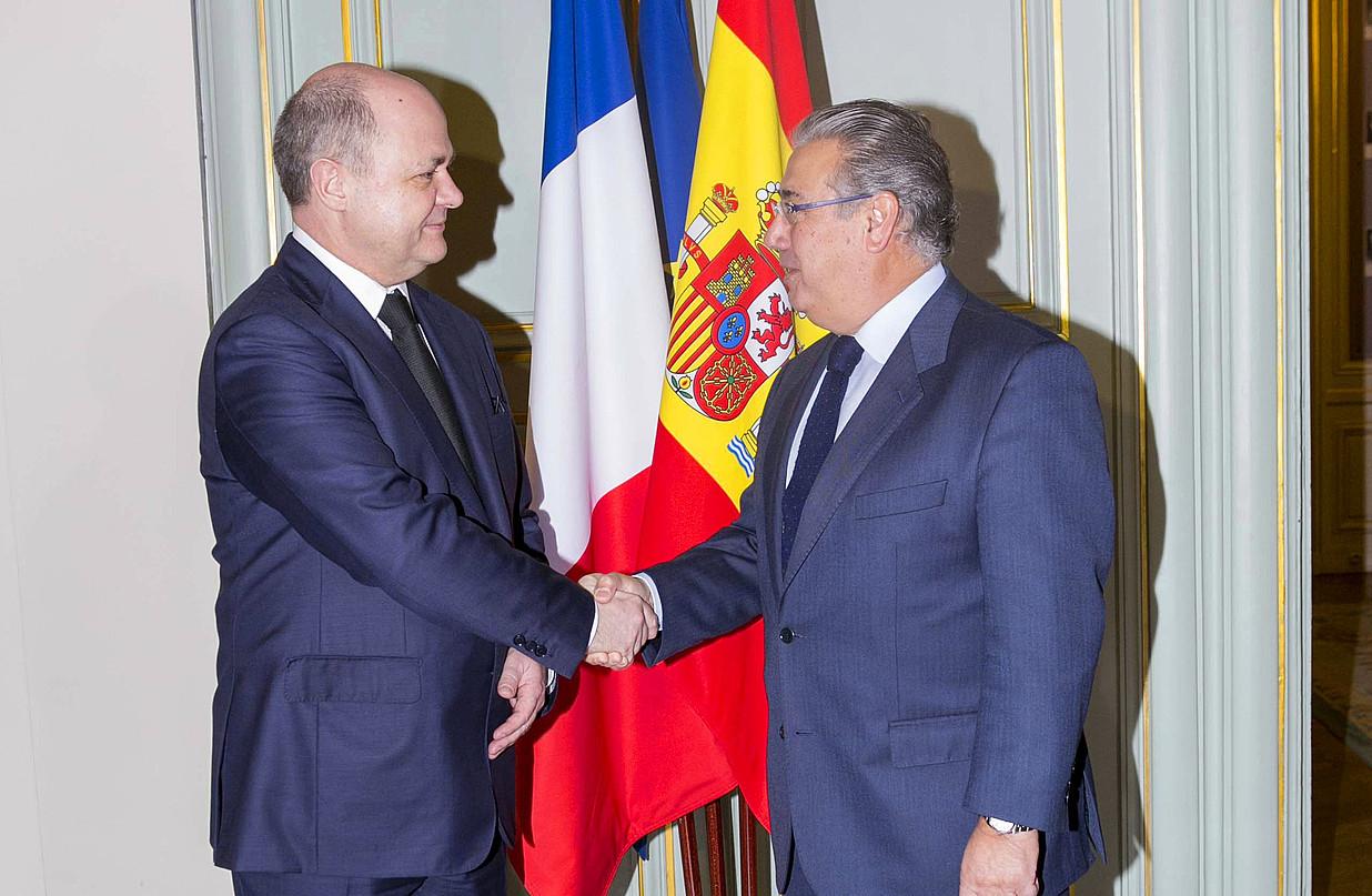 Bruno Le Roux eta Juan Ignacio Zoido Barne ministroak, atzo, Parisen egindako bileraren ondoren.