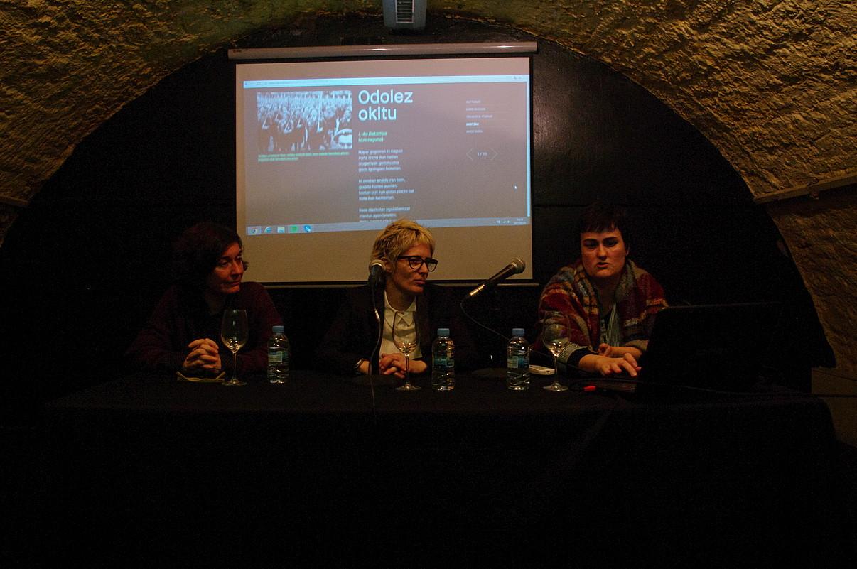 Gemma Aguilera, Teresa Ferre eta Amagoia Iban Bartzelonako Euskal Etxean, atzo. ©SAIOA BALEZTENA