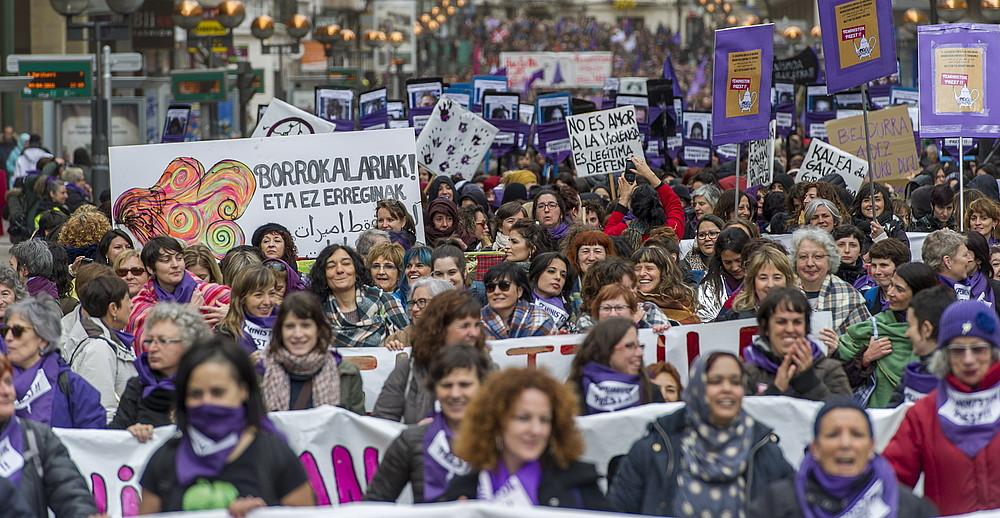 12.000 lagunek parte hartu zuten iazkoapirilean mugimendu feministakdeitutako Feministok Prestmobilizazioan, Gasteizen.