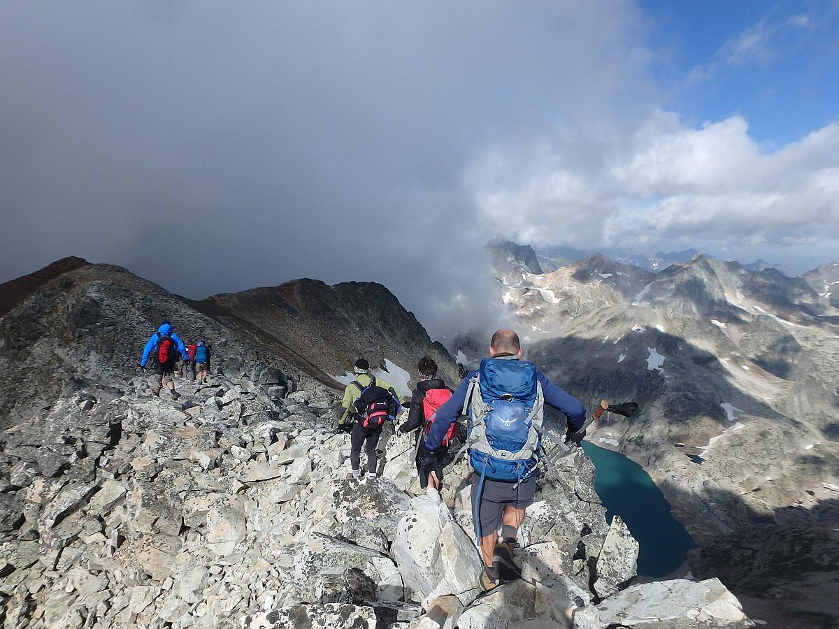 Luchonen tontorreko Pico Royo ertzean, Benasquera jaitsi aurretik. ©ANAITASUNAREN PIRINIOETAKO ZEHARKALDIA