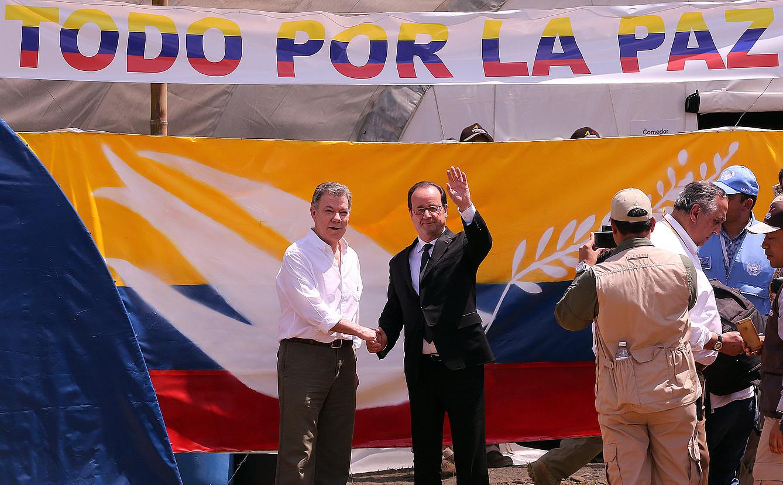 Hollande Kolonbian, Juan Manuel Santosekin, hango bake prozesua babesten, urtarrilean. / M. DUEÑAS CASTAÑEDA / EFE