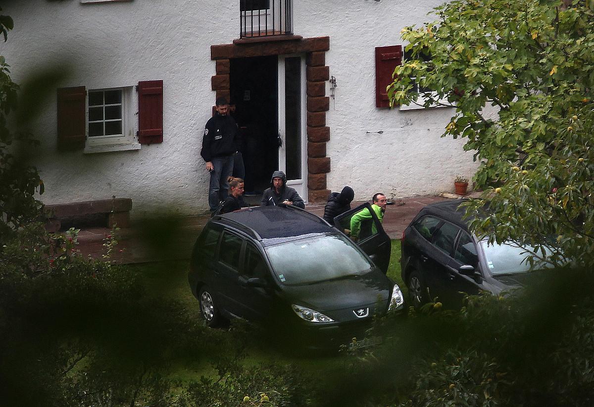 David Pla, 2015eko irailean, Baigorrin, Frantziako Poliziak atxilotuta. ETAko arduradun izatea egotzi zioten. / BOB EDME