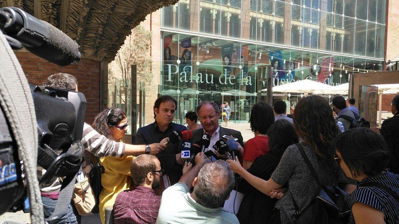 Jaume Asens alkateordea eta Joan Llinares Gardentasun Bulegoko zuzendaria, atzo, Bartzelonan. ©BARTZELONAKO UDALA