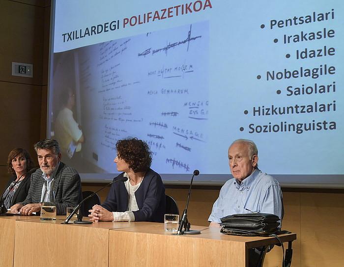 Lorea Agirre, Joan Mari Torrealdai, Mari Jose Telleria eta Joxe Azurmendi, atzo, Donostian.