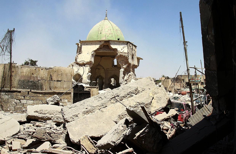 Al-Nuriko meskitaren hondakinak, joan den ostiralean, Irakeko armadak eremua berreskuratu ondoren. EIk han aldarrikatu zuen kalifa herria, 2014an.