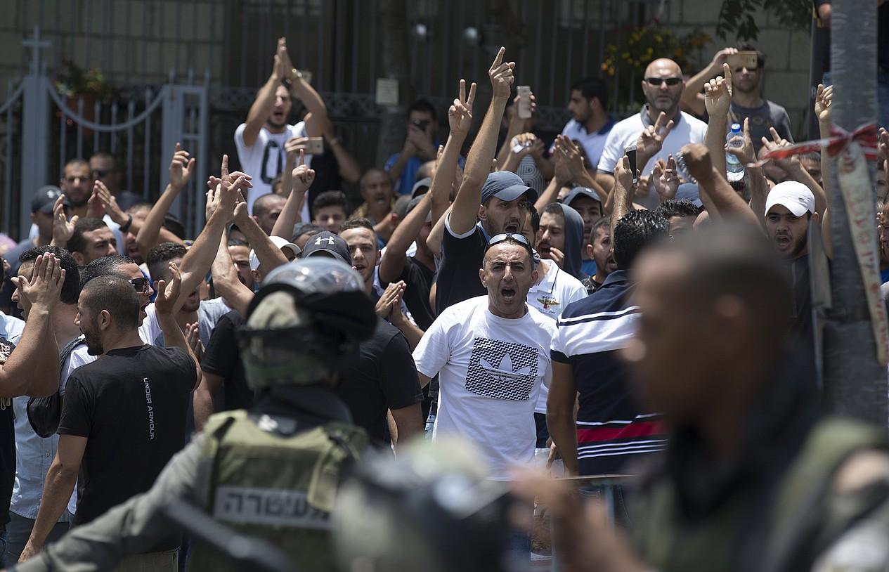 Israelgo Polizia eta manifestariak, atzoko istiluetan, Jerusalemen. ©ATEF SAFADI / EFE